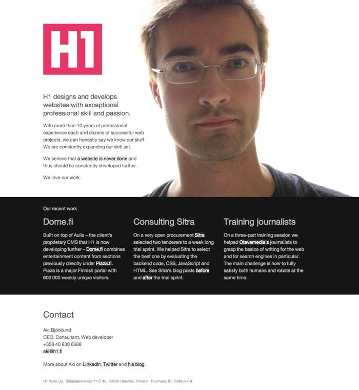 Ruutukaappaus h1.fi:stä, jossa iso kuva Akista ja vähän tekstiä.